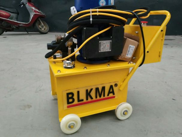 ELECTRIC HYDRAULIC DUCT RIVETS MACHINE (CODE NO:OBI 8081)