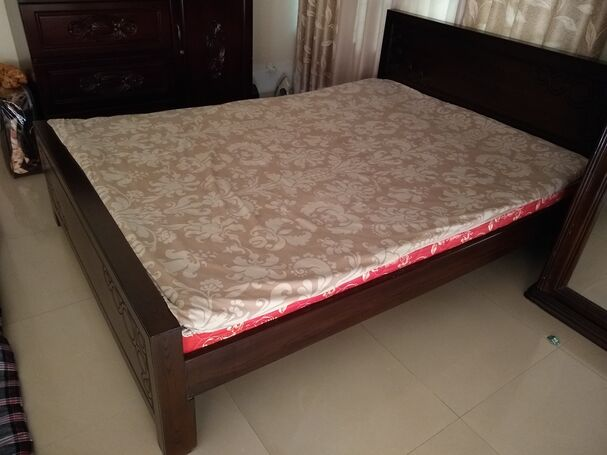 Bed : 5 x 7 Feet MDF material including matress